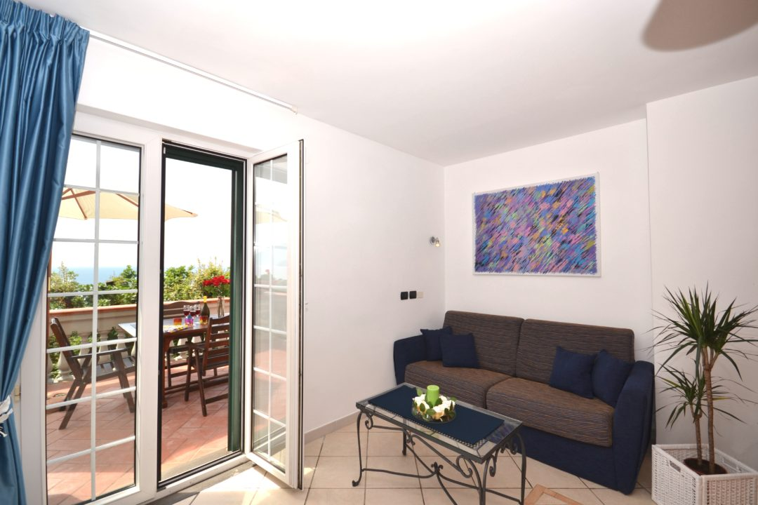 first-floor-living-DSC_9076-1080x720